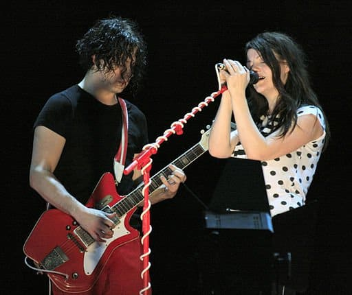 One of our favorite easy guitar riffs: Seven Nation Army by The White Stripes.